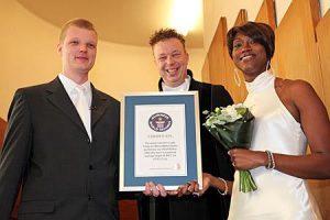 Ambtenaar Michel met Langste Echtpaar ter Wereld