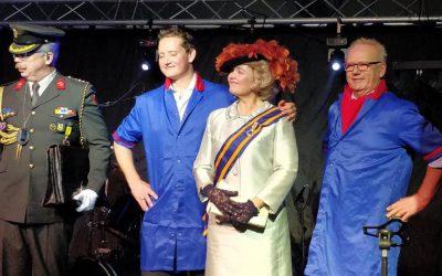 H.K.H. Prinses Beatrix overhandigd kunstwerk aan Dries van den Berg